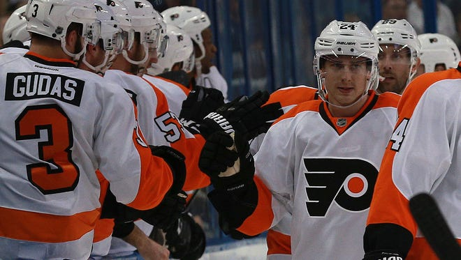 Matt Read, center, scored the game-winning goal in the Flyers' second win over the Lightning this week.