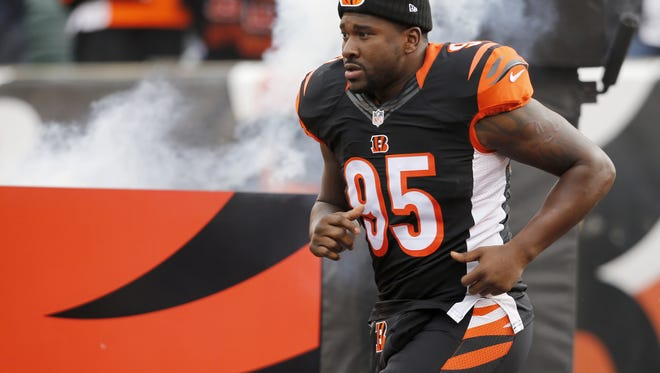 Cincinnati Bengals brought defensive end Wallace Gilberry back to the fold after he signed in Detroit to start the 2016 season.