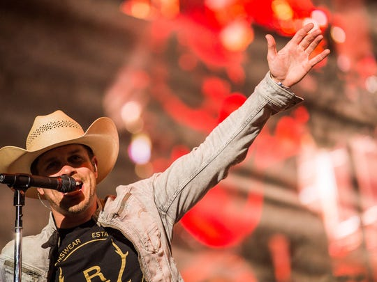 Dustin Lynch will perform at Fort Bliss' BaseFest.