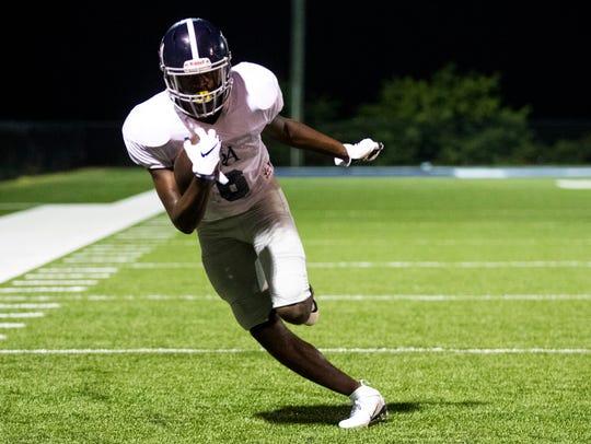 Wide receiver Lance Wilhoite