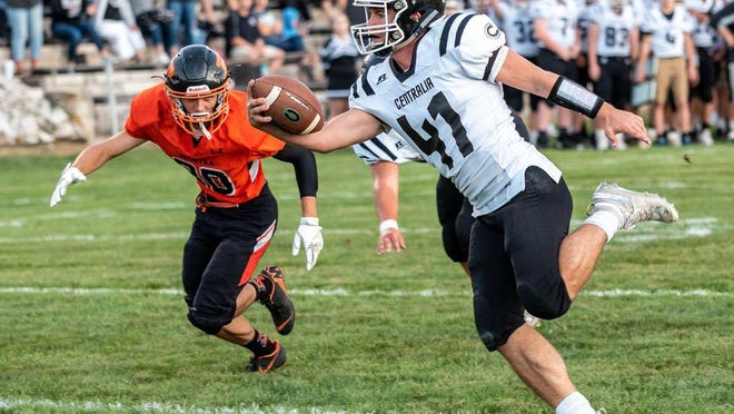 Centralia's Luke Hunter (41) extends while carrying the ball last season during a win at Palmyra.