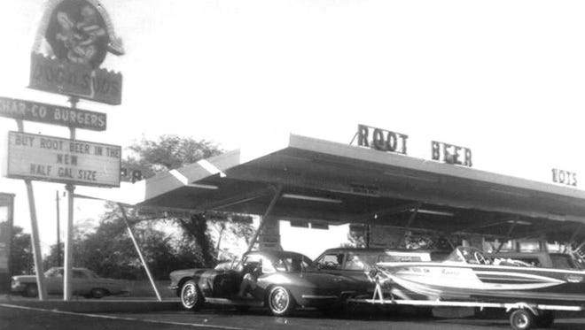 Robert F. Bosdyk opened Dog n Suds with his son, Bob, in 1962. It was part of an Illinois-based chain that served hot dogs, burgers and root beer.