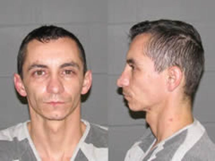 """Alvin Roy Chambers is wanted for Escape in the 2nd degree. DOB: 1/27/1980. Race: White. Height: 5' 05"""". Weight: 145.  If you observe these people or have information of their whereabouts, do not attempt to approach. Please contact the Sioux Falls Area Joint Fugitive Task Force (605) 367-4614 or Crime Stoppers 367-7007 toll free 1-877-367-7007."""