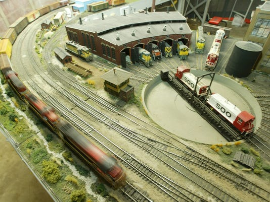635504740865825665-trains