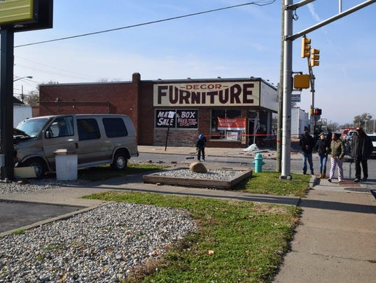 Vehicle Crashes Into Decor Furniture Mcdonald 39 S Sign In Indianapolis