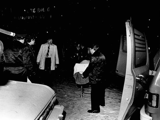 Medical examiner removes the body of John Fiorino from outside the Blue Gardenia. (David Cook photo, 12/17/1981)