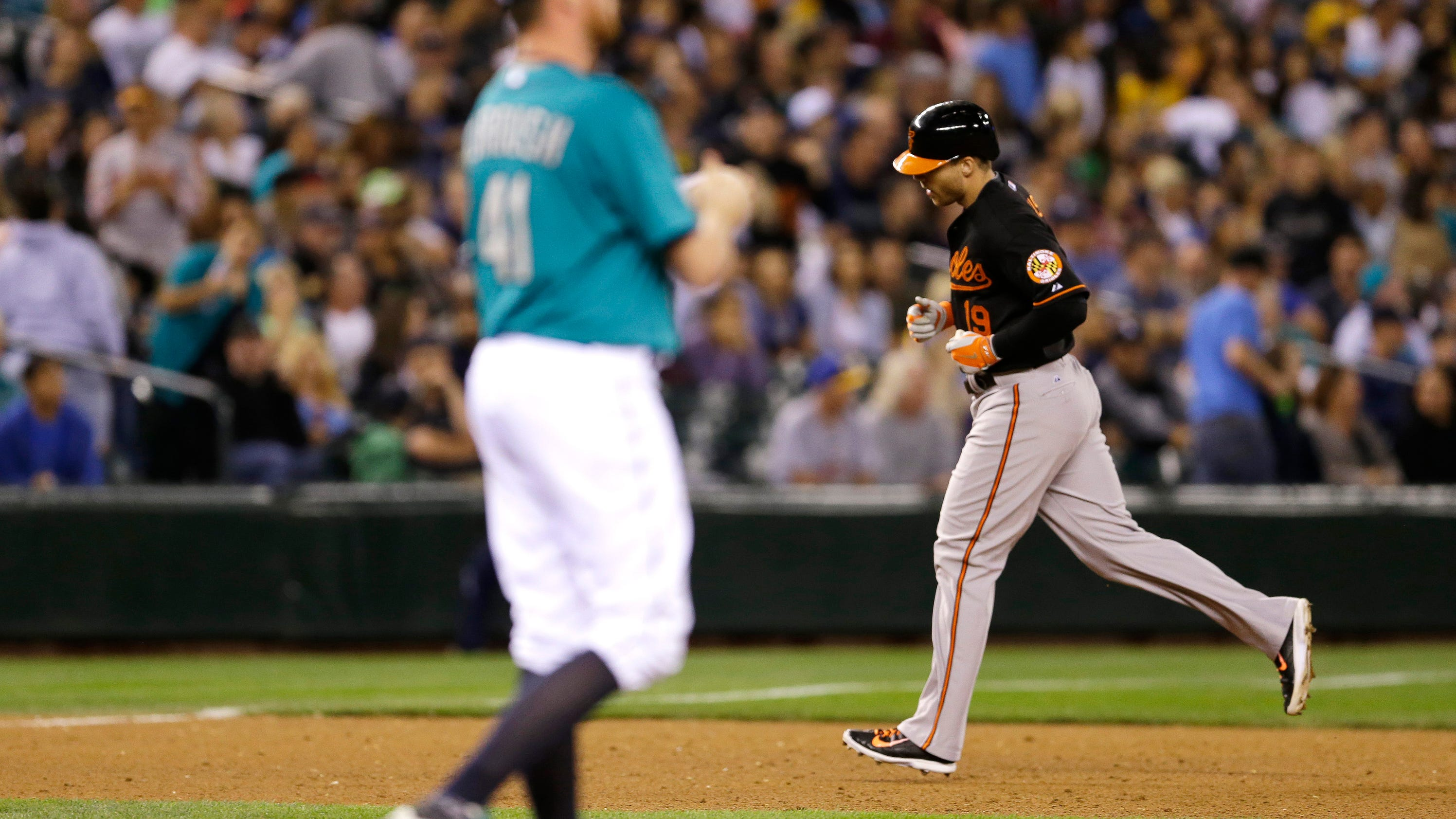 Davis homers in 10th, Orioles edge Mariners 2-1