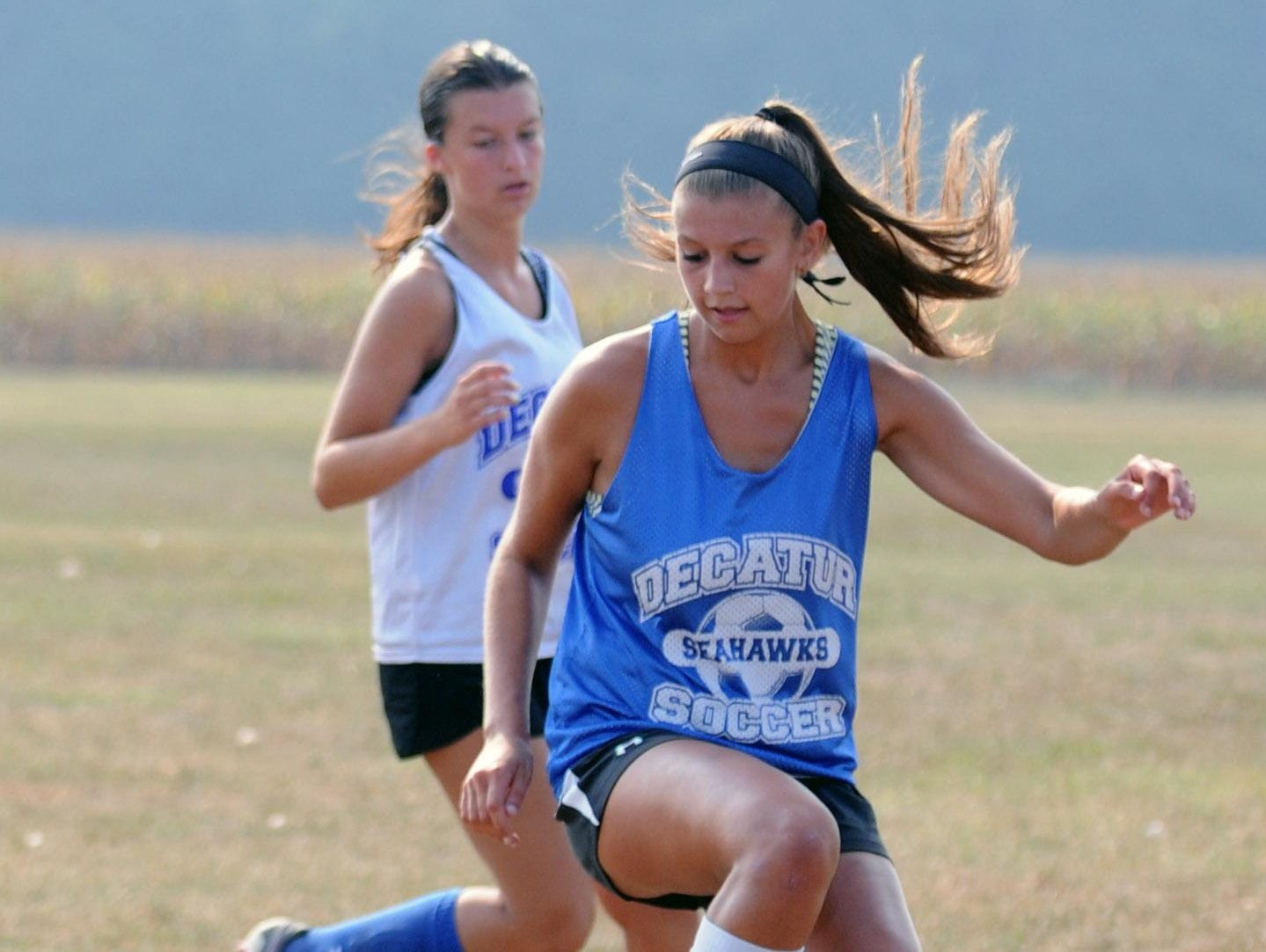 Stephen Decatur's Peyton Townsend switches direction with the ball during practice.