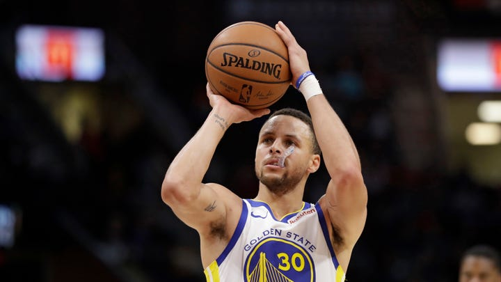 Does Steph Curry really believe that astronauts have not landed on the moon?
