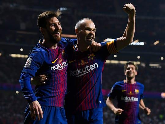 Andrés Iniesta (der.) creció junto con Lionel Messi