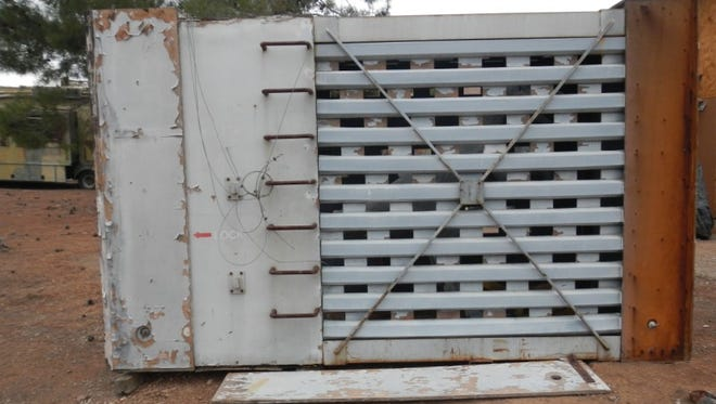 This cage was featured in the opening scenes of 'Jurassic Park.' It's now being auctioned on eBay.
