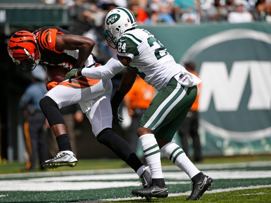 Cincinnati Bengals wide receiver A.J. Green, left, scores a touchdown as New York Jets' Darrelle Revis, right, attempts to tackle him during the first half of an NFL football game Sunday, Sept. 11, 2016 in East Rutherford, N.J. (AP Photo/Kathy Willens)