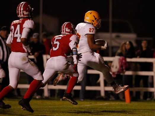 Palma's Emilio Martinez leaps into the end zone and