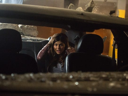 Alexandra Daddario is trapped in a car and faces various