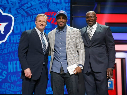 Alabama's Reggie Ragland poses for photos with NFL Commissioner Roger Goodell and former NFL player Bruce Smith after being selected by the Buffalo Bills as the 41st pick in the second round of the 2016 NFL football draft, Friday, April 29, 2016, in Chicago.