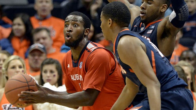 Auburn's KT Harrell, left, is double-teamed by Illinois guards Rayvonte Rice, right, and Malcolm Hill (21) in the second half of Sunday?s game in Atlanta.  David Tulis/AP Auburn's KT Harrell, left, is double-teamed by Illinois' guards Rayvonte Rice, right, and Malcolm Hill (21) in the second half of an NCAA college basketball game on Sunday, Dec. 8, 2013, in Atlanta. Illinois won 81-62. (AP Photo/David Tulis)