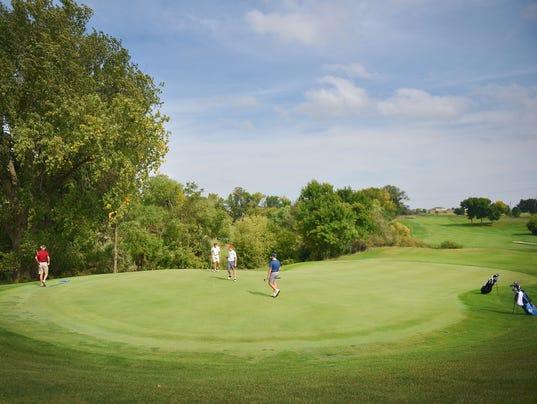 636414472097541929-HS-Golf-Boys-city-meet-008.JPG