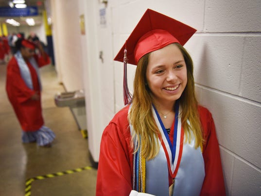 636636481471147620-Lincoln-HS-gradutaion-004.JPG