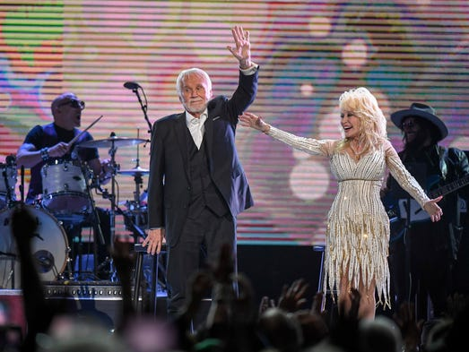 Kenny Rogers and Dolly Parton wave good-bye to the