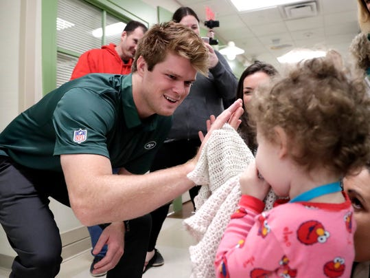 Jets_Darnold_Hospital_Football_03904.jpg