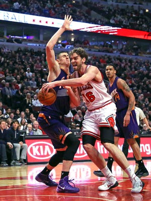 Feb 21, 2015: Chicago Bulls forward Pau Gasol (16) is fouled by Phoenix Suns center Alex Len (21) during the first quarter at the United Center.