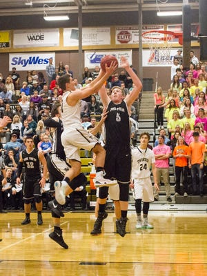Desert Hills holds off Pine View for 63-50 victory Friday, Jan. 22, 2016.