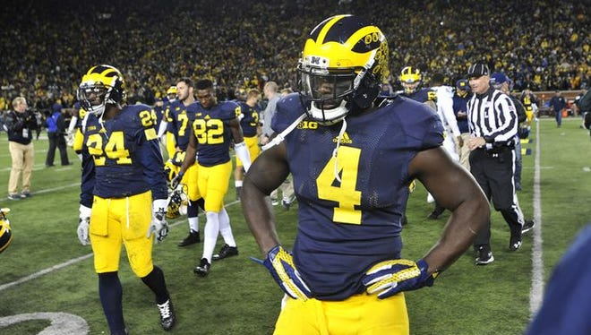 De'Veon Smith and the Wolverines walk off the field after Saturday's loss.
