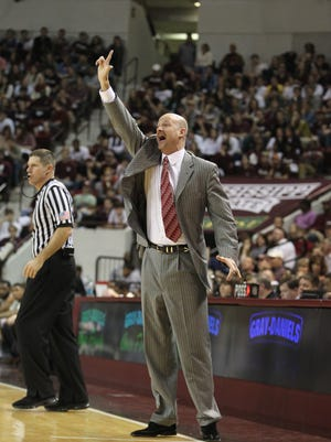 Ole Miss head coach Andy Kennedy picked up a verbal commitment from a junior college shooting guard on Monday.