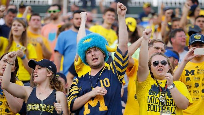 Michigan fans cheer at the Citrus Bowl on Jan. 1, 2016.