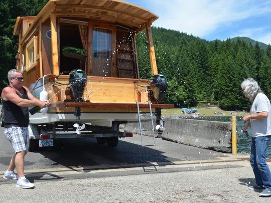 SAL0705-Wooden houseboat