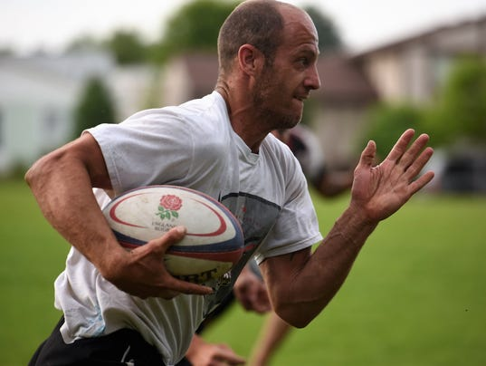 Crow rugby player runs to score