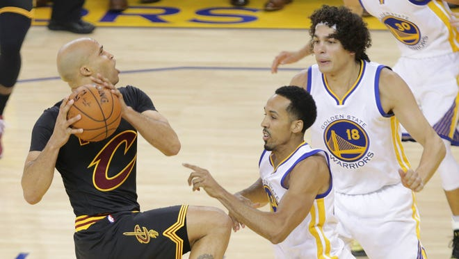 June 19, 2016: Cleveland Cavaliers forward Richard Jefferson (24) moves to the basket against Golden State Warriors guard Shaun Livingston (34) in the first half in game seven of the NBA Finals at Oracle Arena.