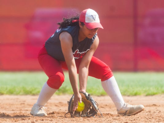 636620767960617803-jmo-051518-VinelandSoftball-0055.jpg