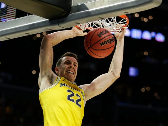 Michigan's Duncan Robinson dunks against Texas A&M during the first half of the Sweet 16 in the NCAA tournament in Los Angeles on Thursday, March 22, 2018.