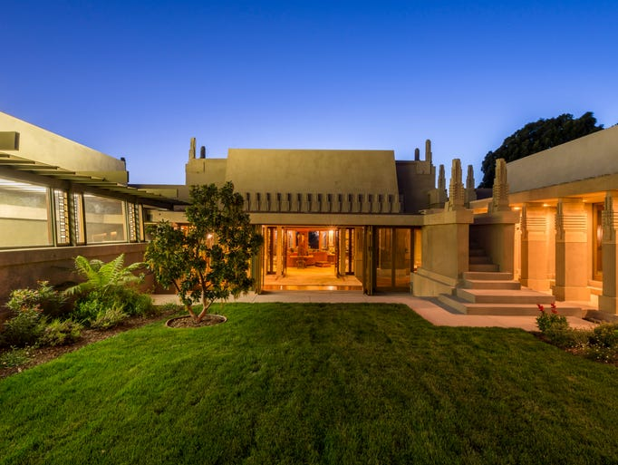 Frank lloyd wright 39 s buildings around the usa for Hollyhock house
