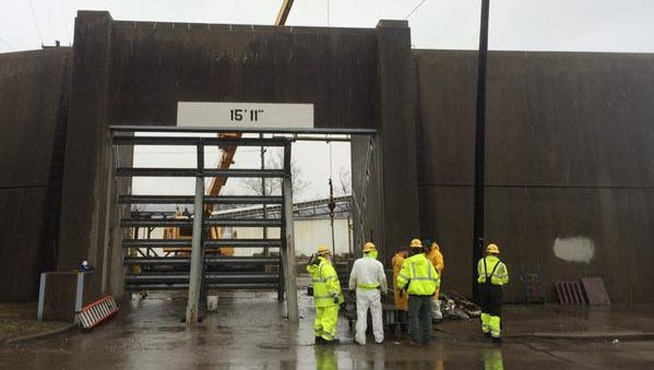 A floodgate is installed by the Metropolitan Sewer District west of Downtown Friday afternoon.