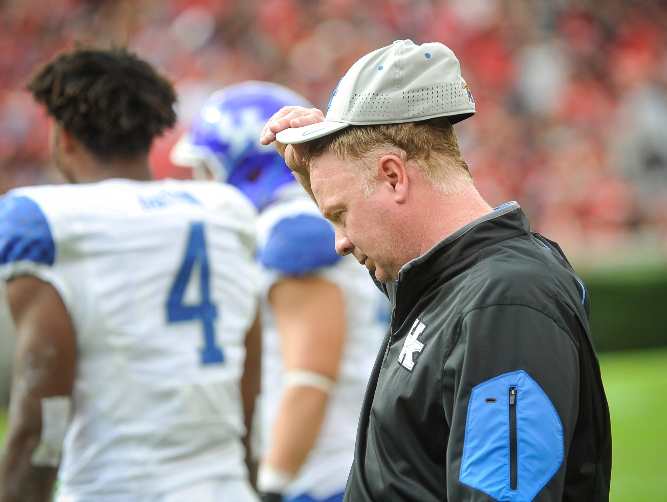 Kentucky head coach Mark Stoops works the sideline during the second half of an NCAA college football game, Saturday, Nov. 7, 2015, in Athens, Ga. Georgia won 27-3.