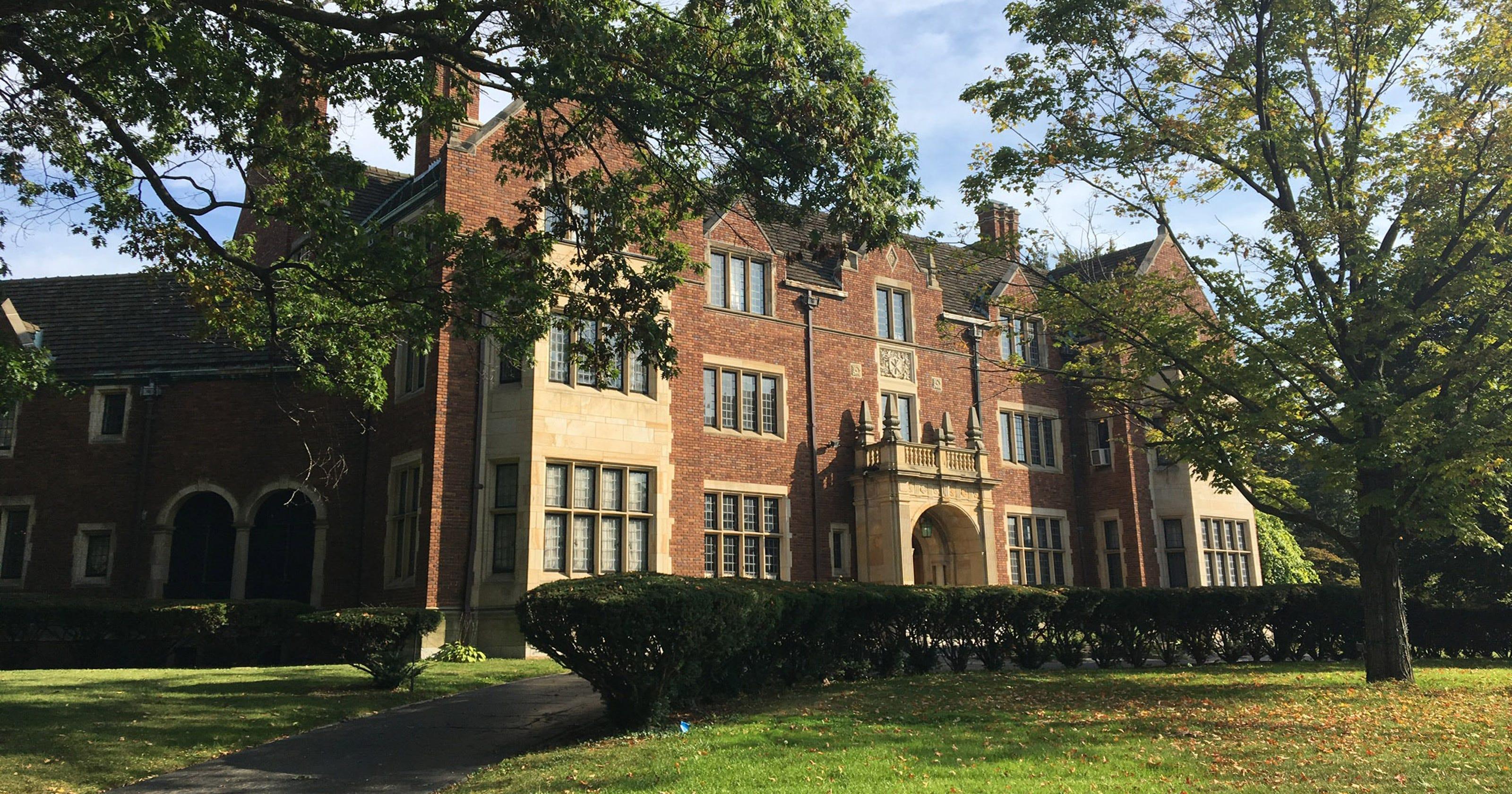 Detroit 39 s bishop 39 s mansion sells for 2 7 million for The bishop house