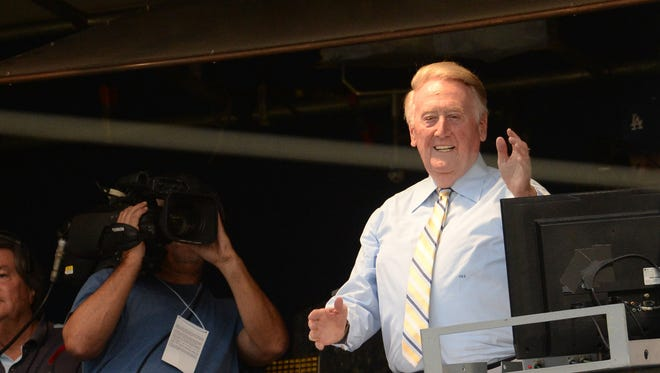 Los Angeles Dodgers announcer Vin Scully gets applause from the crowd.