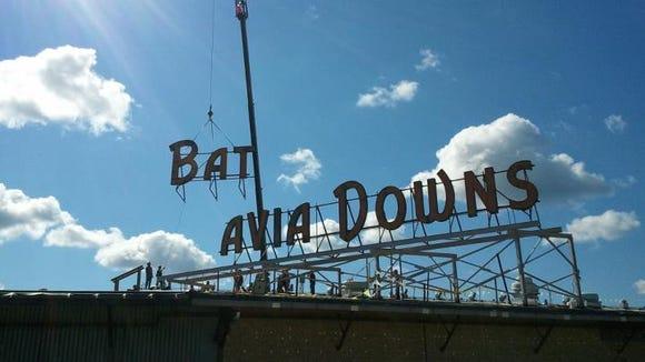 batavia-downs-sign