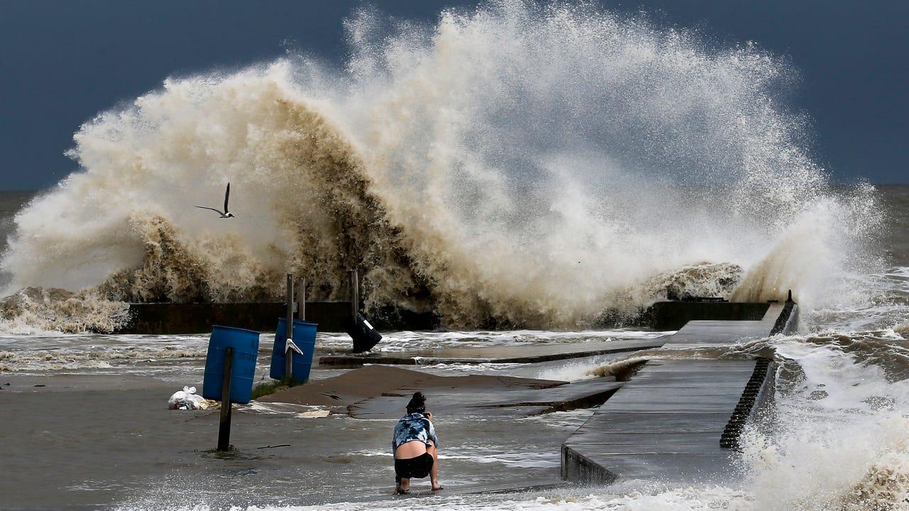 d9c28d11adcb4 chron.com Storm surge wave lifts log