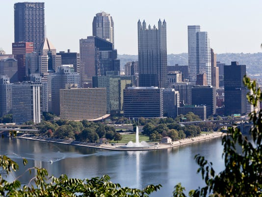 AP PITTSBURGH SKYLINE A USA PA