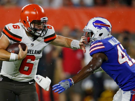 Cleveland Browns quarterback Baker Mayfield (6) stiff-arms