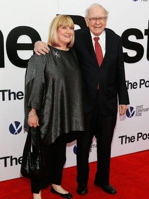 "Susie Buffett and Warren Buffett arrive at ""The Post"" Washington, DC premiere."
