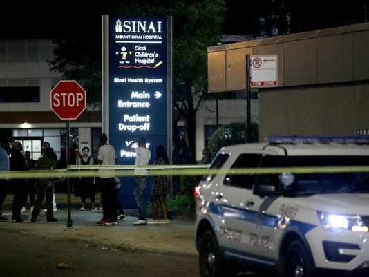 2 shot outside Chicago hospital while waiting for news of wounded relative