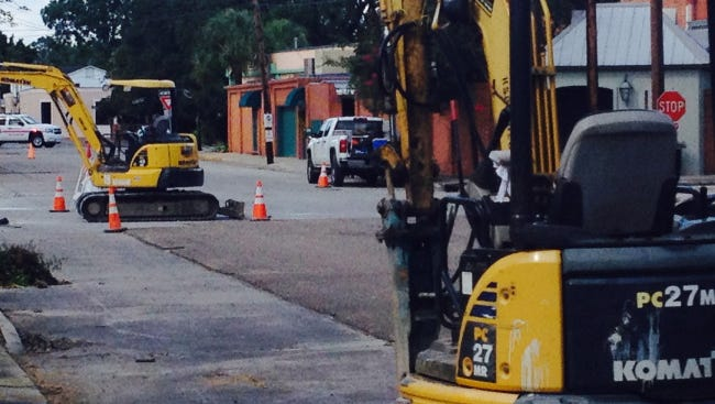 A natural gas line has broken in downtown Abbeville, KLFY reports.