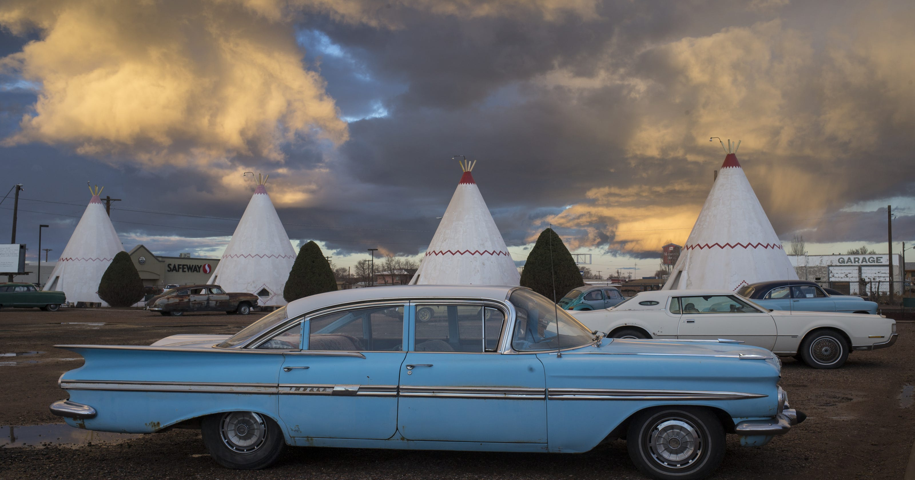 10 of Arizona's most unusual roadside attractions. Some are downright weird.