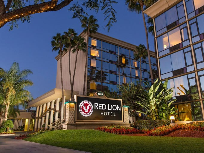 Hotel at a Glance: Red Lion Hotel Anaheim Resort. On many nights in Anaheim, the sky lights up with fireworks set off by Disneyland—a close neighbor of Red Lion Hotel Anaheim staffray.ml: $