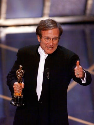 DATE TAKEN: 3/23/98---Robin Williams accepting his Oscar for Best Supporting Actor at the 70th Annual Academy Awards at the Shrine Auditorium in Los Angeles ORG XMIT: AK545