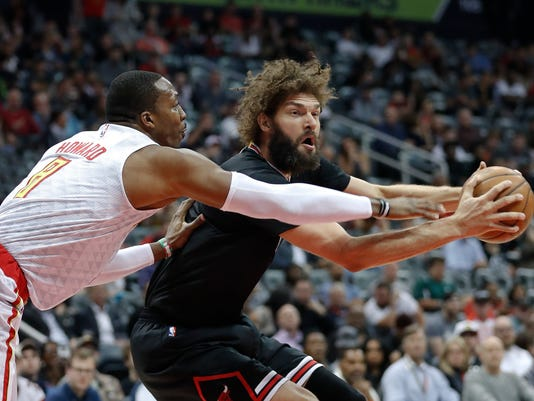 Chicago Bulls center Robin Lopez (8) works against Atlanta Hawks center Dwight Howard (8) in the first half of an NBA basketball game Friday, Jan. 20, 2017, in Atlanta. (AP Photo/John Bazemore)